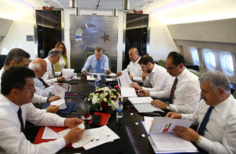 Cumhurbaşkanı Erdoğan'a uçakta brifing