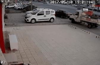 6'ncı kattan otomobilin üzerine düşüp ağır yaralandı