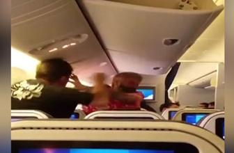 Uçakta yumruk yumruğa kavga!
