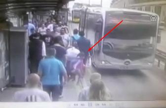 Metrobüs yolundaki feci kaza kamerada