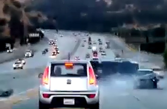 Bir tekme trafikte faciaya sebep oldu!