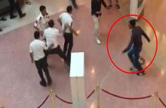 Adana'da bıçaklı kişi AVM'de dehşet saçtı!