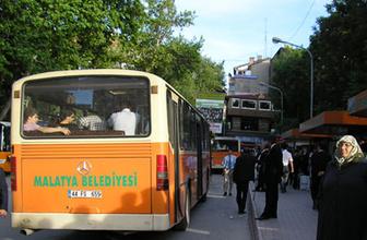 Malatya'da belediye otobüsü iş yerine girdi