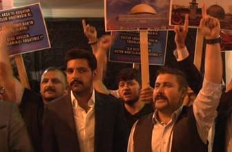 Sinagog önünde İsrail protestosu
