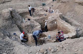İlk Müslüman Türk devleti Karahanlılar dönemine ait türbe bulundu