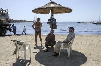 Yunanistan sahilleri petrolle kaplandı!