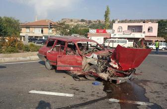 Kayseri'de otomobille kamyon çarpıştı: 1 ölü, 2 yaralı