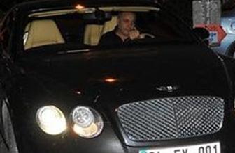 Ünlü şarkıcı Cenk Eren'e şok! Arabasının camını patlatıp...