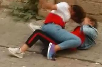 Liseli kızlar sokak ortasında kapıştı gören şaşıp kaldı