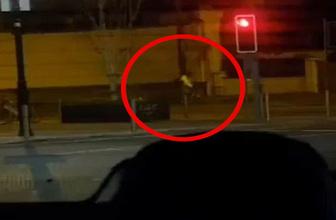 Bisiklet kullanırken arabaya dalan adam neye uğradığını şaşırdı
