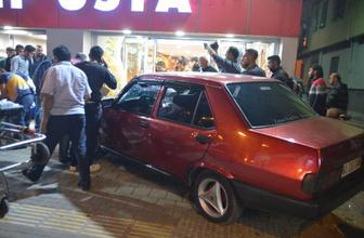 Adana'da otomobil kebapçıya daldı