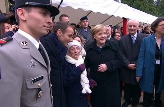 Angela Merkel'i Macron'un eşi zannetti