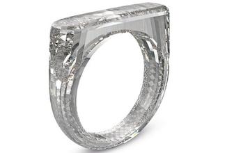 Apple'ın tasarımcısı Jony Ive 250 bin dolarlık elmas yüzük tasarladı