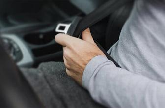 Motosiklet sürücüsüne 'emniyet kemeri' cezası!