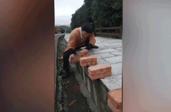 Kungfu ustasından akılalmaz şov