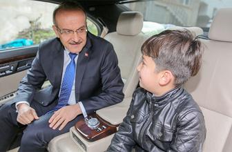 Ordu Valisi Yavuz 10 yaşındaki çocuğun 'cuma namazı' isteğini kırmadı