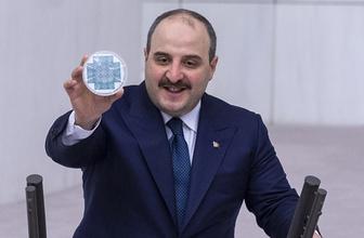 Mustafa Varank 'buyurun AR-GE buyurun teknoloji' dedi kürsüde paylaştı