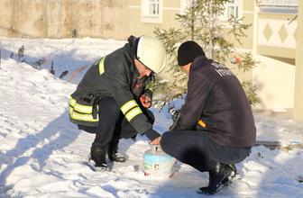 Gaz kaçıran tüpü 9'uncu kattan aşağı attı