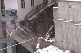 Başkent'te 5 metrelik istinat duvarı apartmana devrildi