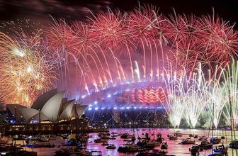 Avustralya 2019'a havai fişek gösterileriyle girdi