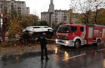 Esenyurt'ta servis minibüsü ağaca çarpıp, devrildi: 14 yaralı