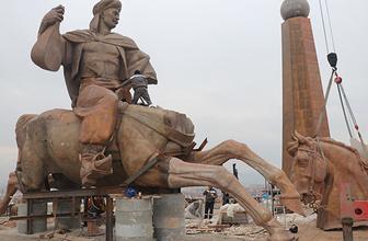 70 metrelik Köroğlu heykelinin montajına başlandı