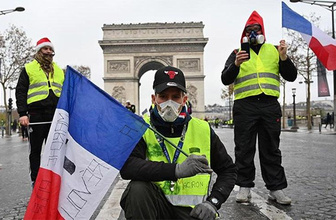 Macron'a çağrı: Sarayında saklanma