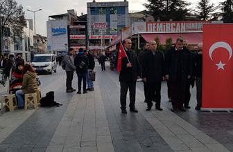 İstiklal Marşı okunurken ayağa kalmadı gözaltına alındı