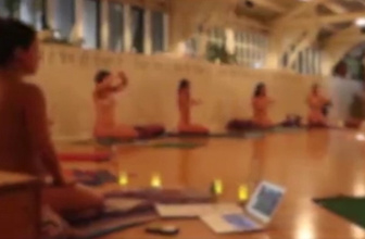 Avustralya'da 'çırılçıplak yoga'