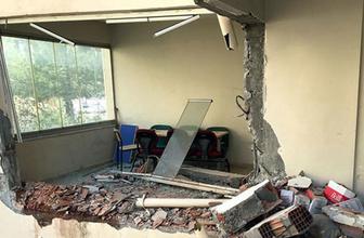 'Caminin silüetini bozuyor' dedi, kepçeyle müftülük binasını yıktı