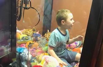 İstediği oyuncağı kazanamayan çocuk öyle bir şey yaptı ki