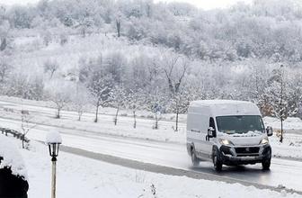 Kars'ta mahsur kalan araç kurtarıldı
