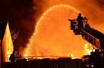 Çanakkale'de sebze ve meyve halinde büyük yangın