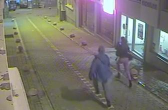 Dehşet anları: Çantasını çaldığı genç kızı yerde sürükledi!