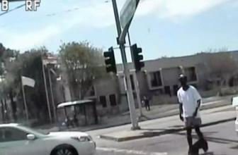 ABD'de polis pantolonu inik halde yürüyen siyah adamı öldürdü