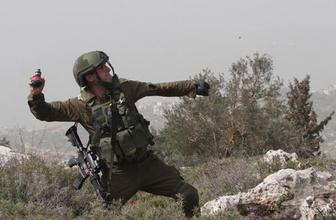 İsrail polisi bebekli çiftin üzerine gaz bombası attı