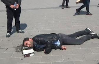 Görenler şoke oldu! Taksim Meydanı'nda kendini yerden yere vurdu