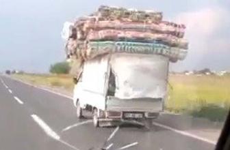 Boyunu aşan yükle trafikte yol aldı