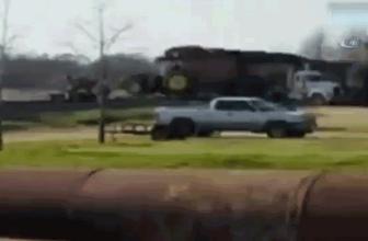 Feci kaza! Tren traktörü böyle biçti