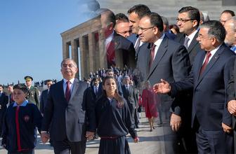 Devlet erkanı Anıtkabir'de Ata'nın huzurunda!