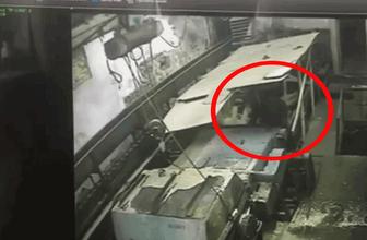 Öğütme makinesine düşen işçi devasa bıçaklara kapılıp can verdi