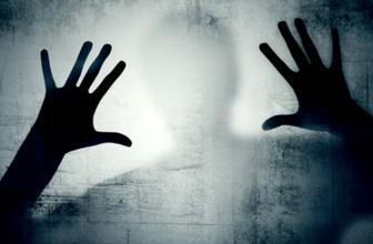 Arkamda biri var hissi psikolojik rahatsızlık mı hayalet hissi nedir?
