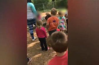 Skandal görüntü! Öğretmen 4 yaşındaki çocuğu taşlattı!