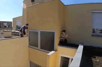 5'inci katta tehlikeli hareket! Ölümü böyle hiçe saydı
