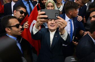 Gençlerle Anıtkabir'e gitti selfie çekti
