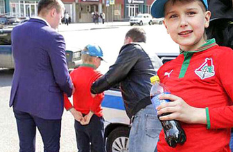 Putin'in affı yok! 12 yaşındaki çocuğa kelepçe