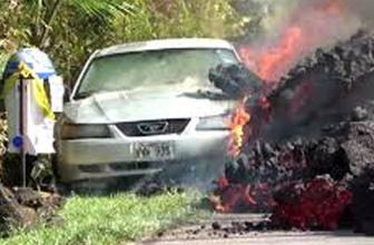 Hawaii lavlarından dehşet görüntüler! Otomobili yuttu