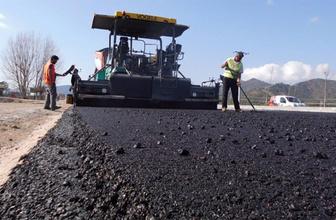 Yüksekova'da yollara sıcak asfalt geliyor