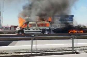 Minibüs alev alev yandı! Trafik felç oldu