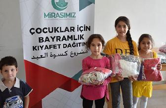 Kudüslü çocukların bayramlıkları Türkiye'den